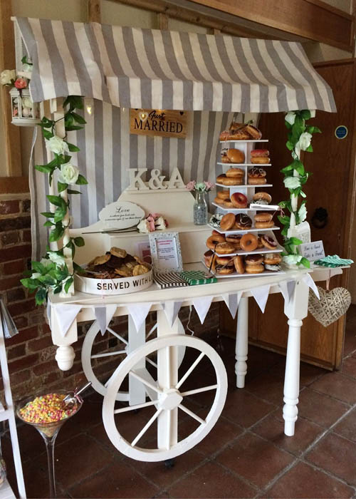 Wedding sweet cart: cookies e donuts