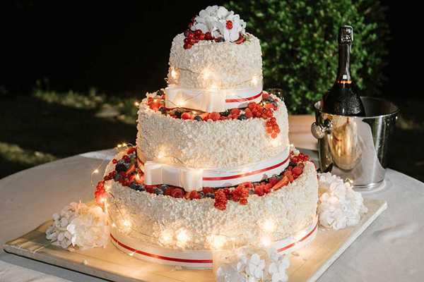 Torta di nozze le 3 tendenze del 2017 nozze la carte for Piani del giroletto in stile missione