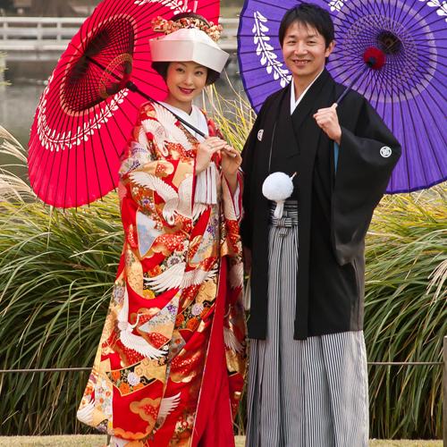 Sposi giapponesi con Kimono tradizionale