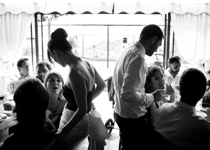 Fermatevi a parlare con tutti i vostri invitati senza dimenticare nessuno (foto di Joy photographers)