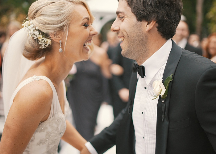 Sorridere rende ogni posa, e ogni sposa, più bella